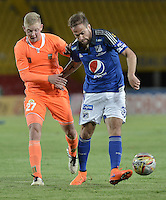 BOGOTA - COLOMBIA -27 -10-2015: Federico Insua (Der) jugador de Millonarios disputa el balón con George Saunders (Izq) jugador de Envigado FC durante por la fecha 17 de la Liga Águila II 2015 jugado en el estadio Nemesio Camacho El Campín de la ciudad de Bogotá./ Federico Insua (R) player of Millonarios fights for the ball with George Saunders (L) player of Envigado FC during the match for the 17th date of the Aguila League II 2015 played at Nemesio Camacho El Campin stadium in Bogota city. Photo: VizzorImage / Gabriel Aponte / Staff.