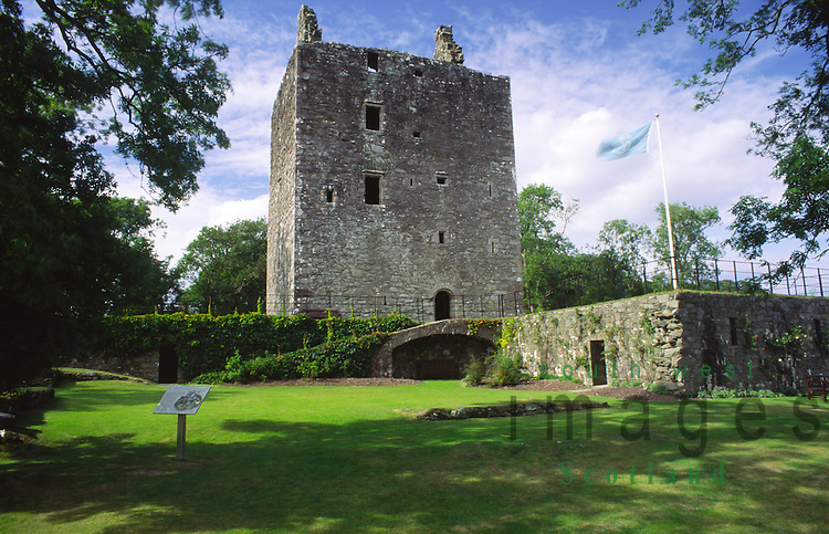 Scottish castle Cardoness Castle 15th centuay tower house on the edge of Fleet Bay once the seat of the wild McCulloch family near Gatehouse of Fleet Galloway Scotland UK