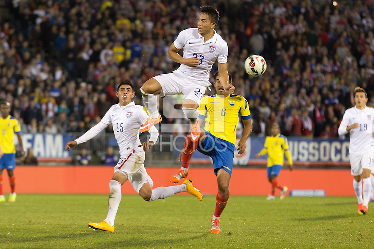 East Hartford, CT - Friday, October 10, 2014: The USMNT tied Ecuador 1-1 during an international friendly at Rentschler Field.