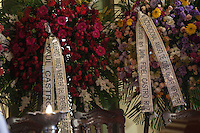 RIO DE JANEIRO, 06 DE DEZEMBRO 2012 - MORTE OSCAR NIEMEYER - Coroas oferecidas por Fiel e Raul Castro no Velorio do arquiteto Oscar Niemeyer no Palacio da Cidade (sede da Prefeitura do Rio de Janeiro) no bairro de Botafogo regiao sul da capital fluminensena manha desta quinta-feira, 07 dezembro. O arquiteto morreu na quarta-feira, 05 dezembro à noite vítima de infecção respiratória, aos 104 anos. FOTO: VANESSA CARVALHO - BRAZIL PHOTO PRESS.