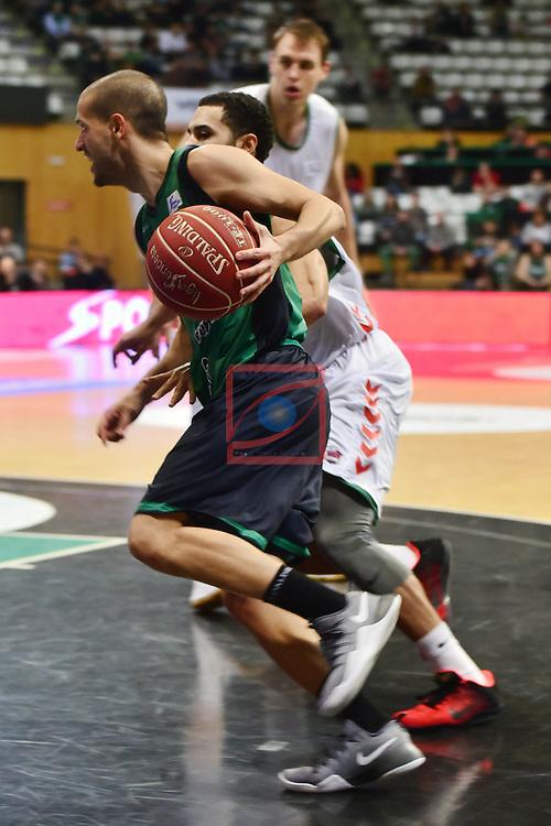 League ACB-ENDESA 2016/2017. Game: 5.<br /> Divina Seguros Joventut vs Baskonia: 83-90.<br /> Albert Sabat vs Shane Larkin.