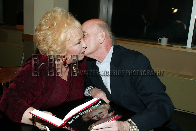PETER BOYLE visits his friend / co-star DORIS ROBERTS who's Promoting her new book, ARE YOU HUNGRY, DEAR ? at a book signing held at Barnes & Noble, New York City..April 14, 2003.Credit All Uses.© Walter McBride / , USA.
