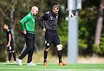 Stockholm 2014-08-30 Fotboll Superettan Hammarby IF - Tr&auml;ning :  <br /> Daniel Theorin med ett bandage &ouml;ver sitt v&auml;nstra kn&auml;  bredvid Hammarbys sjukgymnast Mikael Klotz under Hammarbys tr&auml;ning p&aring; &Aring;rsta IP l&ouml;rdag den 30 augusti<br /> (Foto: Kenta J&ouml;nsson) Nyckelord:  Tr&auml;ning Tr&auml;na &Aring;rsta IP Hammarby Bajen skada skadan ont sm&auml;rta injury pain