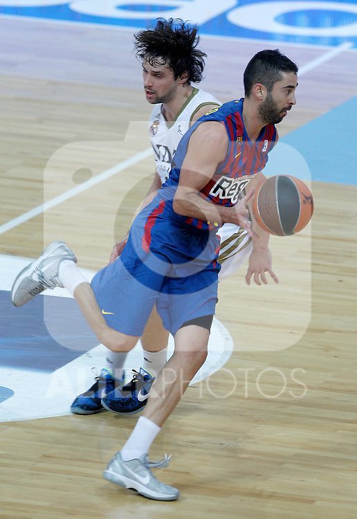 FC Barcelona Regal's Juan Carlos Navarro (r) and Real Madrid's Sergio LLull during Supercopa ACB Semifinal match.September 30,2011. (ALTERPHOTOS/Acero)