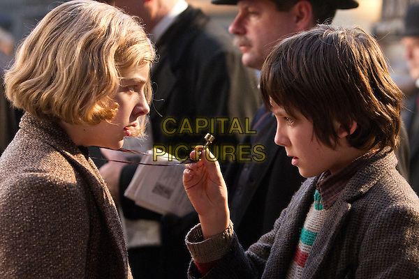 CHLOE GRACE MORETZ & ASA BUTTERFIELD.in Hugo.*Filmstill - Editorial Use Only*.CAP/FB.Supplied by Capital Pictures.