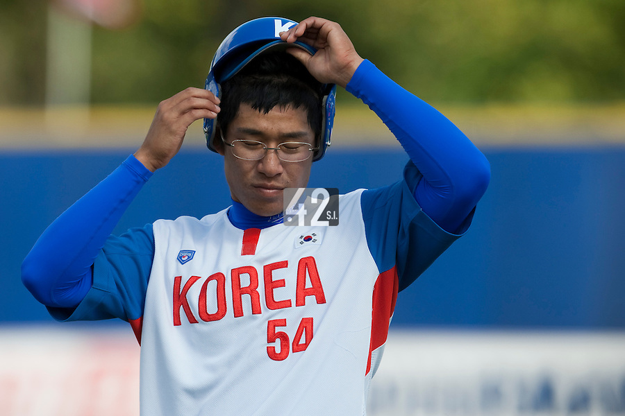 14 September 2009: Young-Hun Cho of South Korea is seen during the 2009 Baseball World Cup Group F second round match game won 15-5 by South Korea over Great Britain, in the Dutch city of Amsterdan, Netherlands.