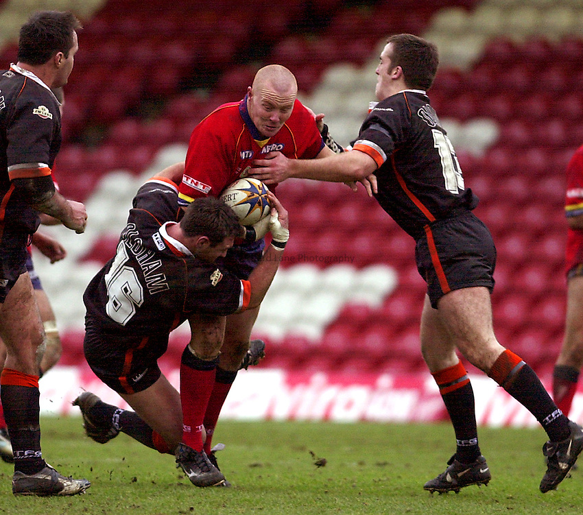 Photo. Richard Lane.London Broncos v Oldham. Powergen Challenge Cup 4th Rd..09/02/2003.Mark Cox attacks.