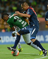 MEDELLIN- COLOMBIA - 17-08-2016: Miguel Borja (Izq.) jugador de Atletico Nacional de Colombia de disputa el balon con Manuel Ugaz (Der.) jugador de Deportivo Municipal de Peru, durante partido de vuelta de la primera fase por la Copa Suramericana entre Atletico Nacional de Colombia y Deportivo Municipal de Peru, en el estadio Atanasio Girardot de la ciudad de Medellin.  / Miguel Borja (L) player of Atletico Nacional de Colombia vies for the ball with Manuel Ugaz (R) player of Deportivo Municipal of Peru, during a match for the second leg of the first phase between Atletico Nacional of Colombia and Deportivo Municipal of Peru, for the Copa Suramericana in the Atanasio Girardot stadium, in Medellin city. Photo: VizzorImage / Leon Monsalve / Cont.