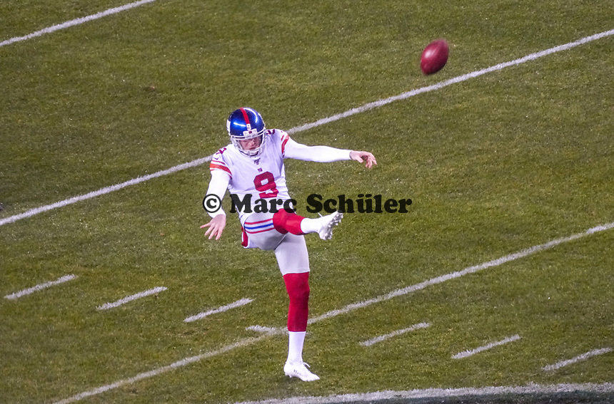 punter Riley Dixon (9) of the New York Giants - 09.12.2019: Philadelphia Eagles vs. New York Giants, Monday Night Football, Lincoln Financial Field