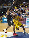 14.04.2018, EWE Arena, Oldenburg, GER, BBL, EWE Baskets Oldenburg vs s.Oliver W&uuml;rzburg, im Bild<br /> in Aktion...<br /> Frantz MASSENNAT (EWE Baskets Oldenburg #10)<br /> Clifford HAMMONDS (s.Oliver W&uuml;rzburg #25 )<br /> Foto &copy; nordphoto / Rojahn