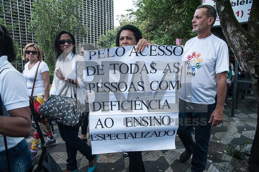 SÃO PAULO,SP, 23.11.2016 - PROTESTO-SP - Funcionários, pais e voluntários da APAE de todo estado , realizam protesto na ALESP (Assembléia Legislativa do Estado de São Paulo). Os manifestantes reivindicam a renovação do convênio educação com o estado. O protesto acontece tarde desta quarta feira, 23 . (Foto: Rogério Gomes/Brazil Photo Press)