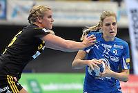 Handballl Champions League Frauen - HC Leipzig (HCL) gegen IK Sävehof/ Saevehof am 19.10.2013 in Leipzig (Sachsen). <br /> IM BILD: Susann Müller / Mueller (HCL) gegen Jenny Alm <br /> Foto: Christian Nitsche / aif