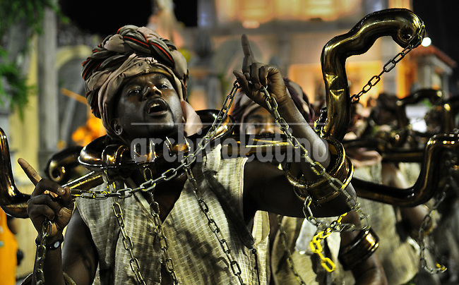 Samba dancers dressed as a slave perform at the Sambadrome during the Sao Clemente samba school parade,  Rio de Janeiro, Brazil, February 11, 2013. (Austral Foto/Renzo Gostoli)....A samba dancer performs at the Sambadrome during the Sao Clemente samba school parade,  Rio de Janeiro, Brazil, February 11, 2013. (Austral Foto/Renzo Gostoli)