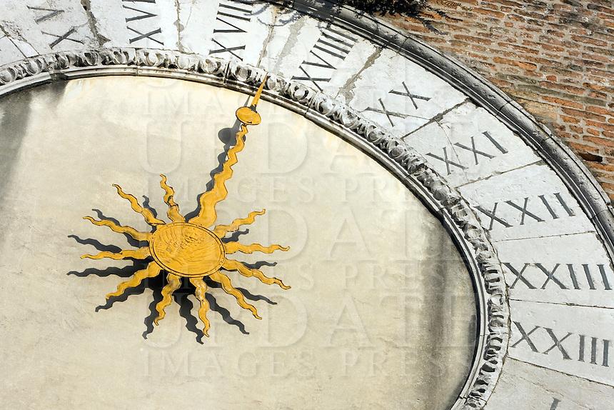 Dettaglio dell'orologio sulla torre della chiesa di San Giacomo di Rialto a Venezia.<br /> Detail of the belltower clock of San Giacomo di Rialto church in Venice.<br /> UPDATE IMAGES PRESS/Riccardo De Luca