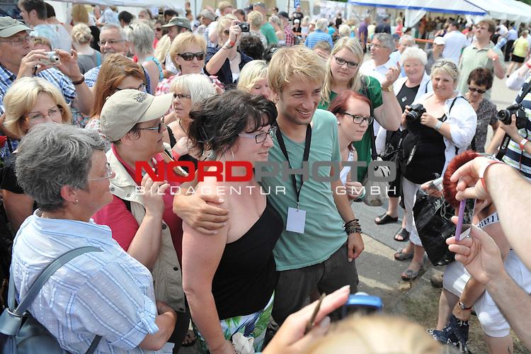 28.07.13, Rote Rosen Studio, Lueneburg, Rote Rosen, Fan-Tag,  im Bild Tobias Rosen von Fans umringt// during the day 2013/07/28,Lueneburg<br /> Foto &copy; nph/ Witke