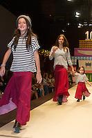 SÃO PAULO,SP,29.03.2015- FASHION WEEKEND KIDS -Modelos mirins durante o desfile da marca Cris Barros Mini.Shopping Cidade Jardim,região sul da cidade de São Paulo na noite desse domingo,29.(FOTO:KEVIN DAVID/BRAZIL PHOTO PRESS).
