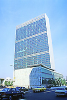 New York: United Nations Headquarters. Completed in 1952. Oscar Niemeyer, architect. Photo '88.