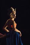 VESTIS.Choregraphie : DELAUNAY Raphaelle.Lumiere : DELPORTE Jerome.Costumes : DELABRE Agathe, DELAUNAY Raphaelle.Avec :.DELAUNAY Raphaelle.DELABRE Agathe.ACHIARI Benat.Lieu : Theatre National de Chaillot.Ville : Paris.Le : 09 04 2008..Copyright (c) 2008 by © Laurent Paillier/ www.photosdedanse.com. All rights reserved.