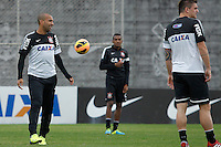 SAO PAULO, SP 24 SETEMBRO 2013 - TREINO CORINTHIANS - O jogador Emerson durante o treino de hoje, 24, no Ct. Dr. Joaquim Grava.. foto: Paulo Fischer/Brazil Photo Press.