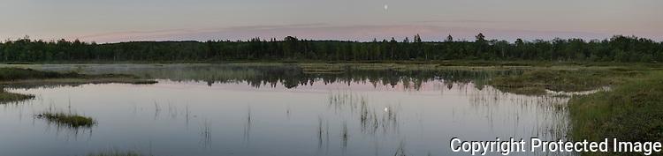 Sommernatt på myr ved Gallokelva. ---- Summer night in Gallok area in Finnmark.