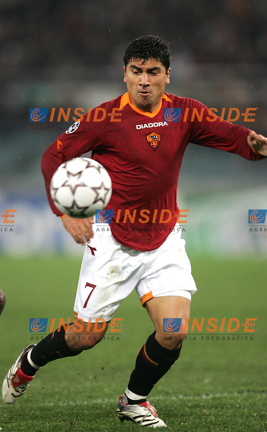 David Pizarro (Roma)<br /> Champions League 2006-2007<br /> 21 Feb 2007 (First knockout round)<br /> Roma - Olympique Lyonnaise (0-0)<br /> &quot;Olimpico&quot; Stadium - Roma - Italy<br /> Photographer: Andrea Staccioli Inside Roma Olympique Lyon