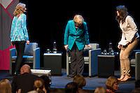"""Berlin, Donnerstag (02.05.13), Bundeskanzlerin Angela Merkel (CDU) setzt sich bei einem öffentlichen Interview der Zeitschrift Brigitte im Rahmen der Gesprächsreihe """"Brigitte live - Frauen wählen"""" auf ihren Platz. Foto: Michael Gottschalk/CommonLens"""