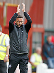 Derek McInnes applauds the Aberdeen fans at full-time