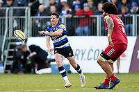 Freddie Burns of Bath Rugby passes the ball. Aviva Premiership match, between Bath Rugby and Harlequins on November 25, 2017 at the Recreation Ground in Bath, England. Photo by: Patrick Khachfe / Onside Images