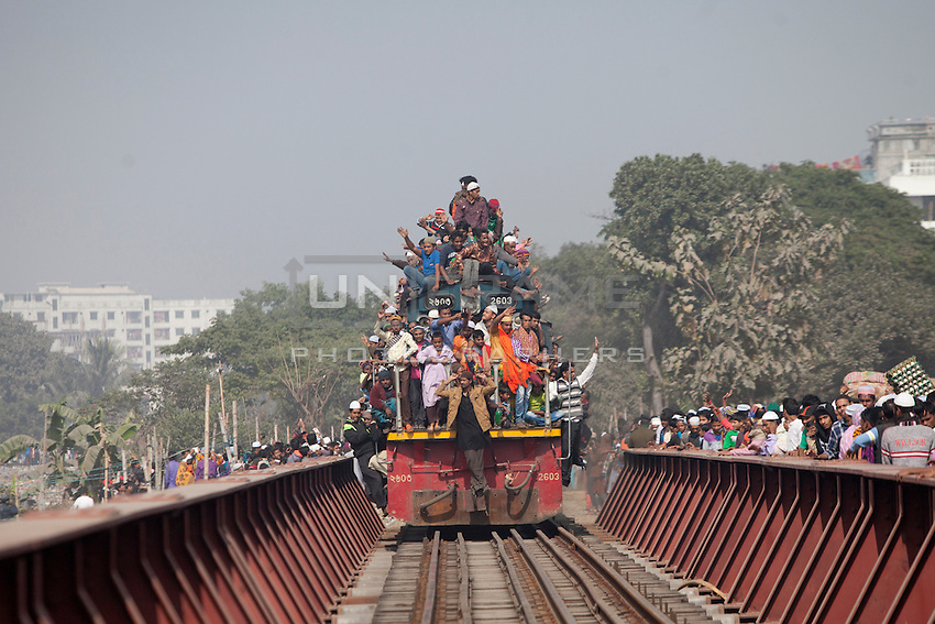 Bangladeshi Muslim devotees return home in an over-crowded train after the World Congregation of Muslims, or Biswa Ijtema, on the outskirts of  Dhaka, Bangladesh. Jan 11, 2015