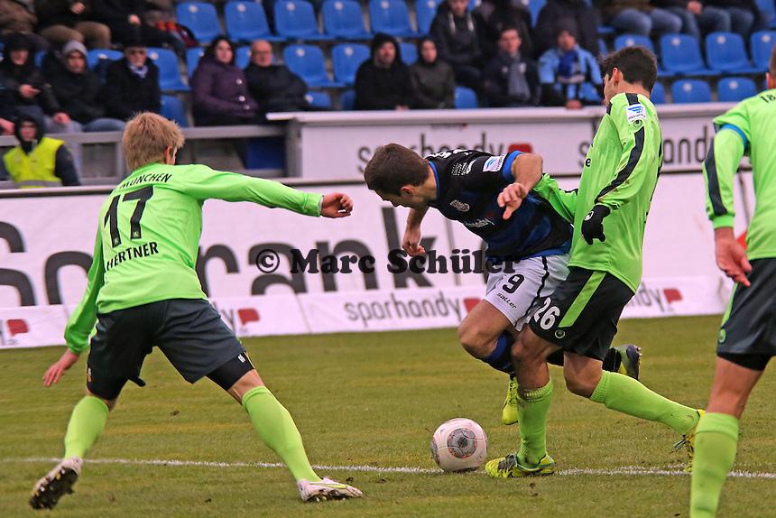 Edmond Kapllani (FSV) gegen Christopher Schindler (1860) - FSV Frankfurt vs. TSV 1860 München Frankfurter Volksbank Stadion