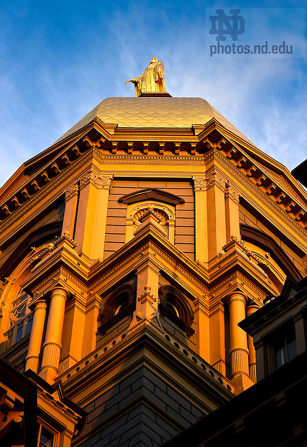 Golden Dome closeup..Photo by Matt Cashore/University of Notre Dame