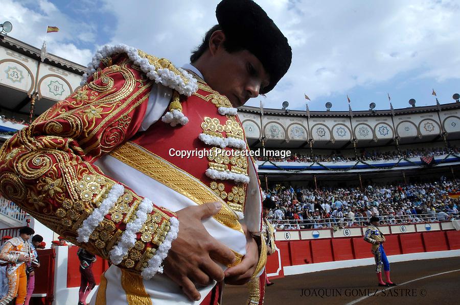25 JULIO 2008 SANTANDER.El torero colombiano se prepara para hacer el paseillo en la feria de Santiago en Santander.foto JOAQUIN GOMEZ SASTRE©