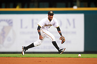 Bradenton Marauders second baseman Pablo Reyes (15) fields a ground ball during a game against the Palm Beach Cardinals on August 9, 2016 at McKechnie Field in Bradenton, Florida.  Palm Beach defeated Bradenton 8-7.  (Mike Janes/Four Seam Images)