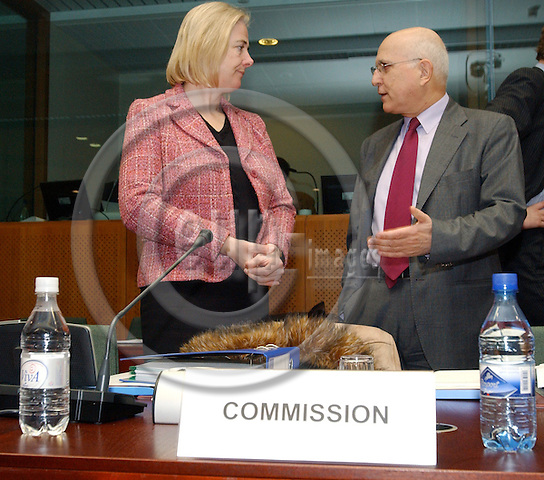 Brussels-Belgium - 10 March 2005---The European Ministers for the Environment meet at the Justus Lipsius, seat of the Council of the EU; here, at the beginning of the meeting: Catherine DAY (le), Director-General of DG Environment at the European Commission, with Stavros DIMAS (ri), European Commissioner in charge of Environment---Photo: Horst Wagner/eup-images
