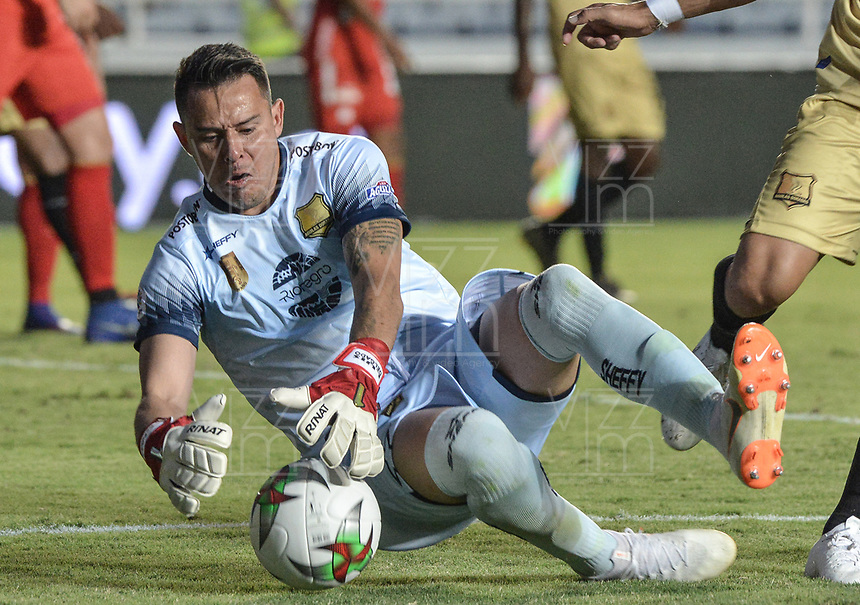 CALI - COLOMBIA, 17-08-2019: Luis Delgado arquero del Rionegro en acción durante partido por la fecha 6 de la Liga Águila II 2019 entre América de Cali y Rionegro Águilas jugado en el estadio Pascual Guerrero de la ciudad de Cali. / Luis Delgado goalkeeper of Rionegro in action during match for the date 6 as part of Aguila League II 2019 between America de Cali and Rionegro Aguilas played at Pascual Guerrero stadium in Cali. Photo: VizzorImage / Gabriel Aponte / Staff