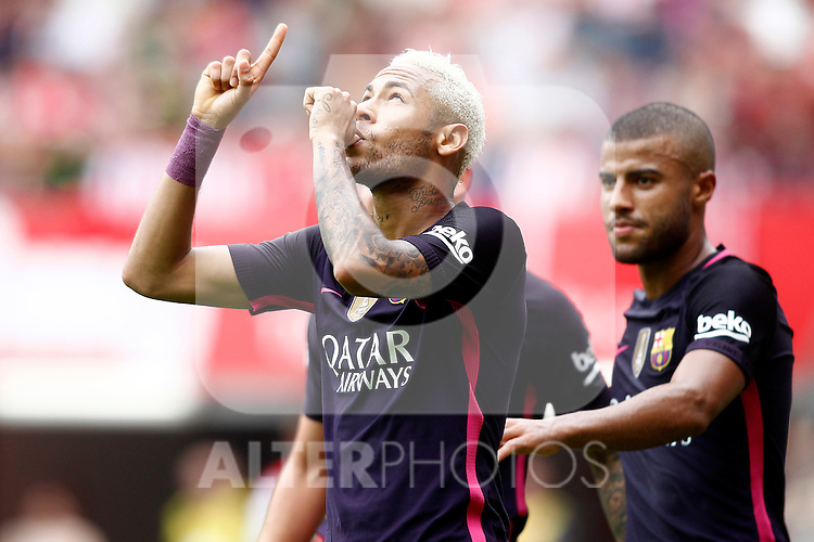 FC Barcelona's Neymar Santos Jr (l) and Rafinha Alcantara celebrate goal during La Liga match. September 24,2016. (ALTERPHOTOS/Acero)