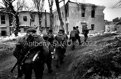 Grozny, Chechyna.January 1995.A Russian patrol moves to a front line post which looks out across the river south towards the Chechen postions. Seconds later this group came under Chechen sniper fire.