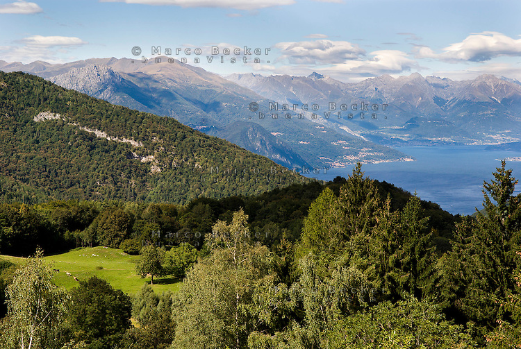 Lago di Como, Veduta verso nord dalle montagne del Triangolo Lariano --- Lake Como, view from the mountains of Larian Triangle towards north