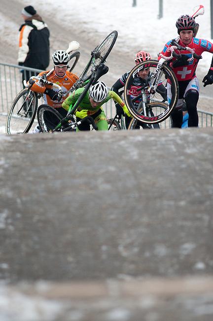 BORNHEIMER HANG - FRANKFURT AM MAIN - DEZEMBER 09: Herren (Männer) Elite Rennen beim 38. Frankfurter Rad-Cross am Bornheimer Hang am 9. Dezember 2012 in Frankfurt am Main, Deutschland. (Photo by Dirk Markgraf)