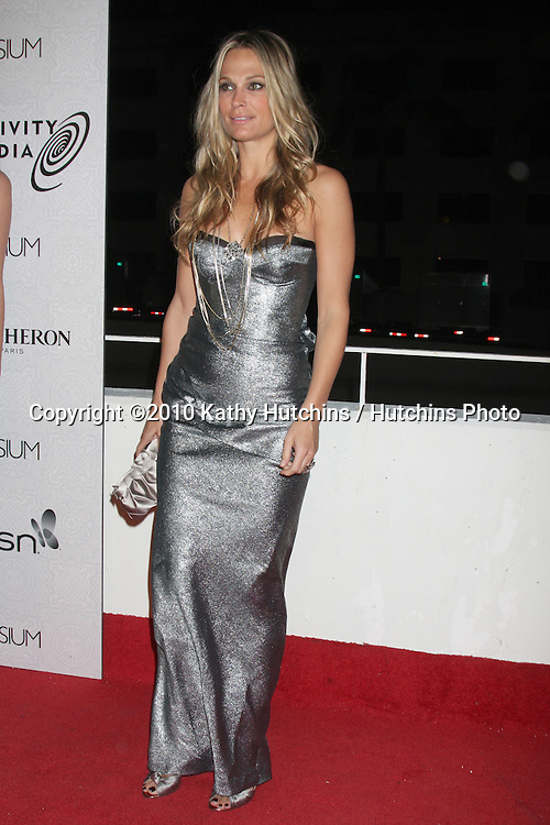 Molly Sims.arriving at the 3rd Annual Art of Elysium Gala.Rooftop of Parking Garage across from Beverly Hilton Hotel.Beverly Hills, CA.January 16, 2010.©2010 Kathy Hutchins / Hutchins Photo....