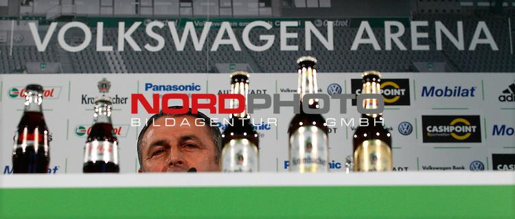 28.12.2012, Volkswagen Arena, Wolfsburg, Pressekonferenz beim VfL Wolfsburg mit Dieter Hecking und Klaus Allofs, im Bild Klaus Allofs (Geschaeftsfuehrer Sport, VfL Wolfsburg)<br /> <br /> Foto &copy; nph / Sielski
