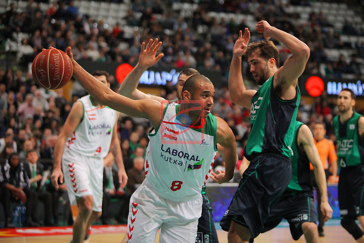 League ACB-Endesa 2015-2016. Game: 16.<br /> FIATC Joventut vs Laboral Kutxa Baskonia: 68-89.<br /> Adam Hanga vs Nacho Llovet.