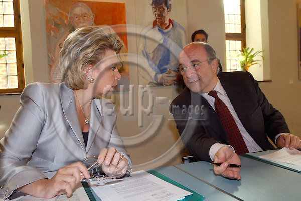 Leuven/Louvain-Belgium - September 17, 2004--- Working seminar / informal meeting of the future Barroso Commission, with José (Jose) Manuel BARROSO, President-designate, and the 24 nominee Commissioners; here,  Viviane REDING (Luxemburg), present Commissioner for Education and Culture and future Commissioner for Information Society and Media, with Joaquín (Joaquin) ALMUNIA (Spain), present and future Commissioner for Economic and Monetary Affairs---Photo: Horst Wagner/eup-images