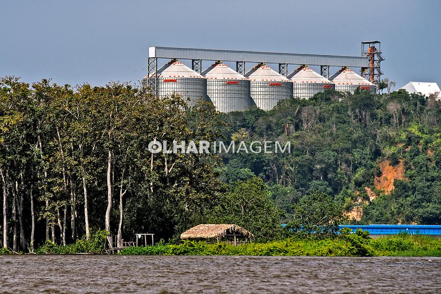 Porto de Miritituba no rio Tapajos, treminal de graos, silos de armazenagem de soja, Itaituba. Para. 2017. Foto Luciana Whitaker