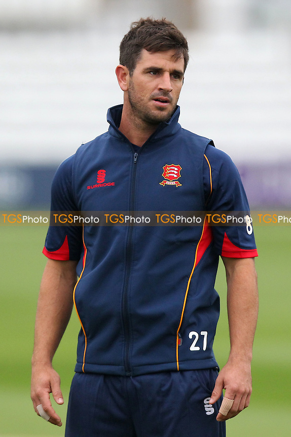 Ryan ten Doeschate of Essex during the warm up - Essex CCC vs Kent CCC - Pre-Season Friendly Cricket Match at the Essex County Ground, Chelmsford - 04/04/14 - MANDATORY CREDIT: Gavin Ellis/TGSPHOTO - Self billing applies where appropriate - 0845 094 6026 - contact@tgsphoto.co.uk - NO UNPAID USE