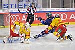 Kristopher Foucault (Nr.81 - ERC Ingolstadt) und Nicholas B. Jensen (Nr.48 - Duesseldorfer EG) vor Torwart Mathias Niederberger (Nr.35 - Duesseldorfer EG) beim Spiel in der DEL, ERC Ingolstadt (dunkel) - Duesseldorfer EG (hell).<br /> <br /> Foto © PIX-Sportfotos *** Foto ist honorarpflichtig! *** Auf Anfrage in hoeherer Qualitaet/Aufloesung. Belegexemplar erbeten. Veroeffentlichung ausschliesslich fuer journalistisch-publizistische Zwecke. For editorial use only.