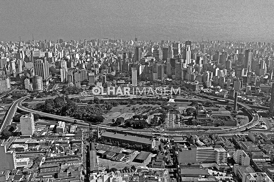 Aerea do Parque Dom Pedro no centro da cidade. São Paulo. 1995. Foto de Juca Martins.