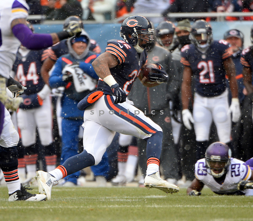 Chicago Bears Matt Forte (22) during a game against the Minnesota Vikings on November 16, 2014 at Soldier Field in Chicago, IL. The Bears beat the Vikings 21-13.
