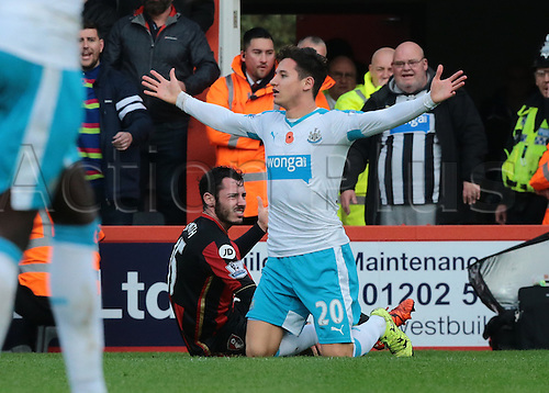 07.11.2015. Vitality Stadium, Bournemouth, England. Barclays Premier League. Florian Thauvin of Newcastlen appeals for a free kick after Adam Smith of Bournemouth commits a foul
