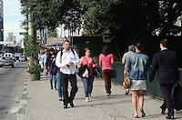 SAO PAULO, 28 DE MAIO DE 2012 - CLIMA TEMPO SP - Manha ensolarada com temperaturas subindo no paraiso, regiao central da capital, nesta segunda feira. FOTO ALEXANDRE MOREIRA - BRAZIL PHOTO PRESS
